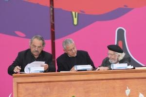 Firma del convencio para el Premio Hispanoamerican de Poesía Ernesto Cardenal, en México.